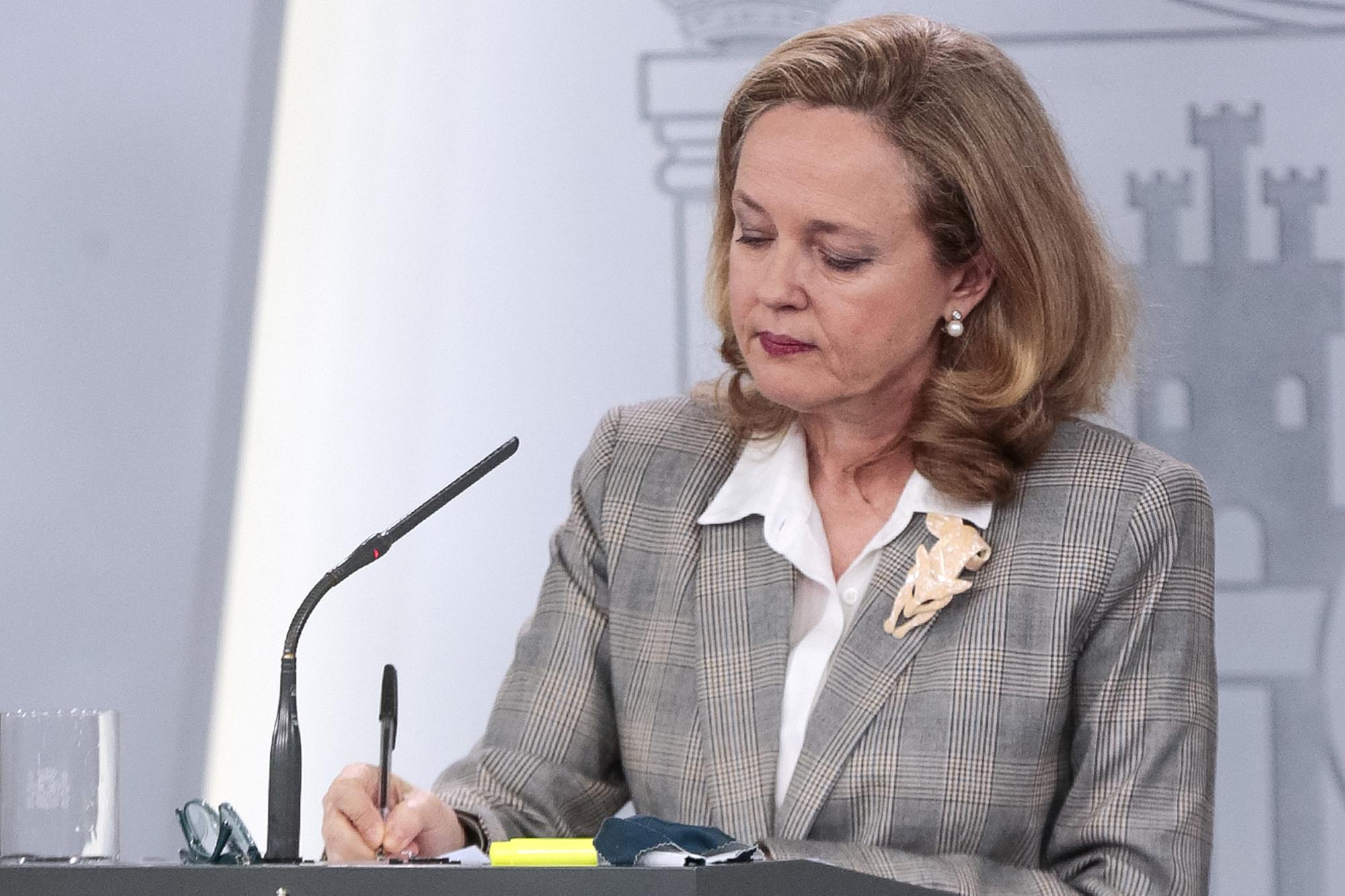 La vicepresidenta tercera del Gobierno y ministra de Asuntos Económicos y Transformación Digital, Nadia Calviño, durante su comparecencia en rueda de prensa telemática celebrada el 23 de marzo de 2020.