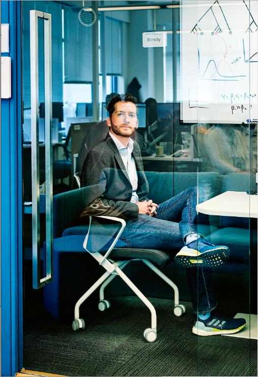 Mark Smith, cofundador de Finch Therapeutics en las oficinas de la empresa en Somerville