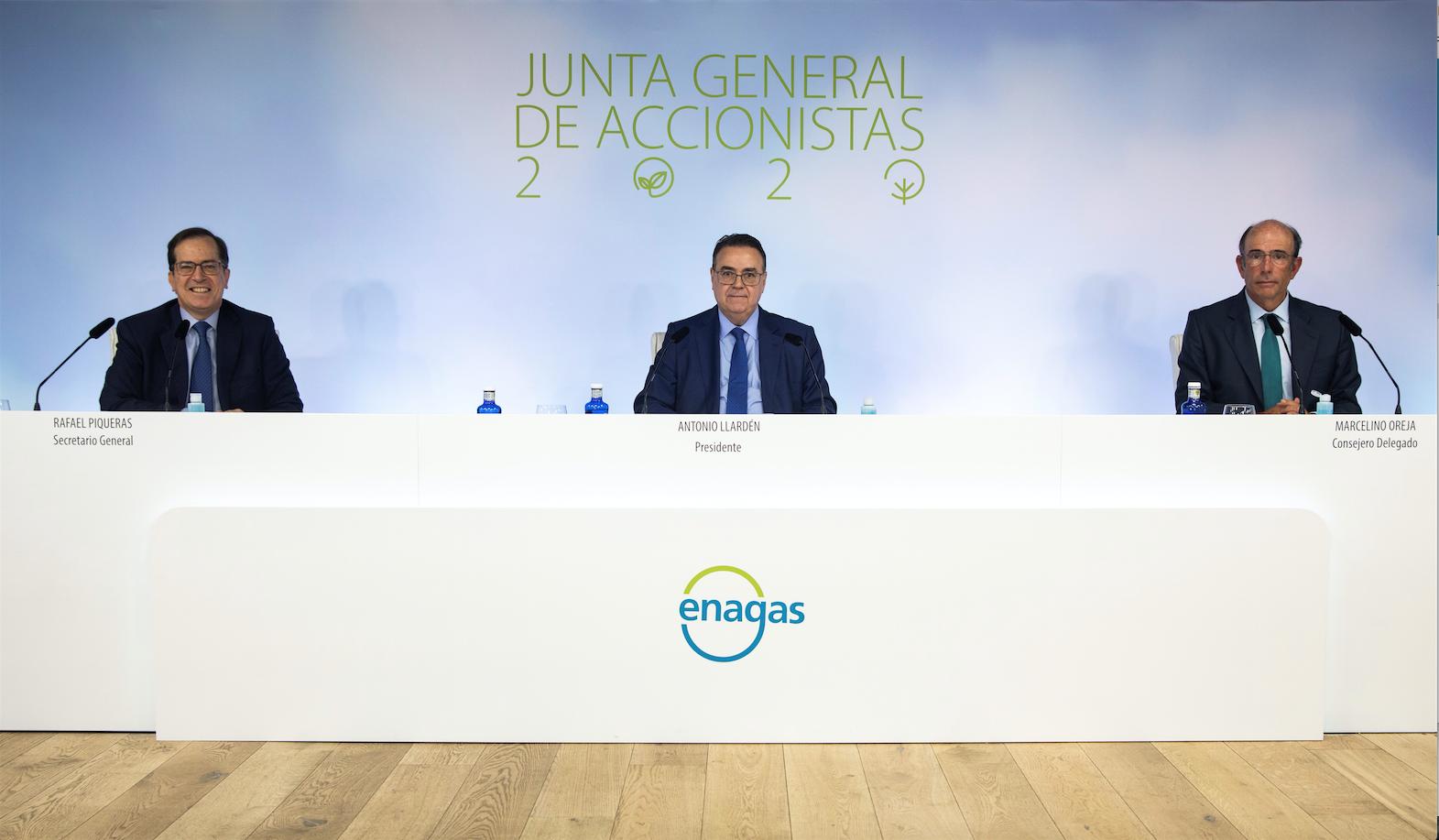 Rafael Piqueras, secretario general de Enagás, Antonio Llardén, presidente de Enagás, y Marcelino Oreja, CEO de Enagás, en la Junta General de Accionistas celebrada el 30 de junio de 2020 de forma exclusivamente telemática