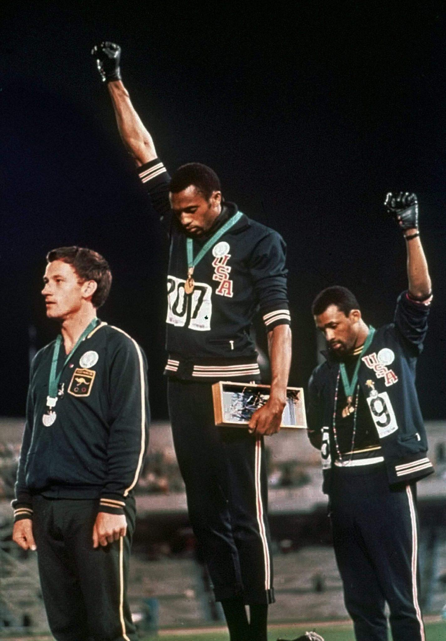 Tommie Smith, John Carlos y Peter Norman en el podio. México 68.