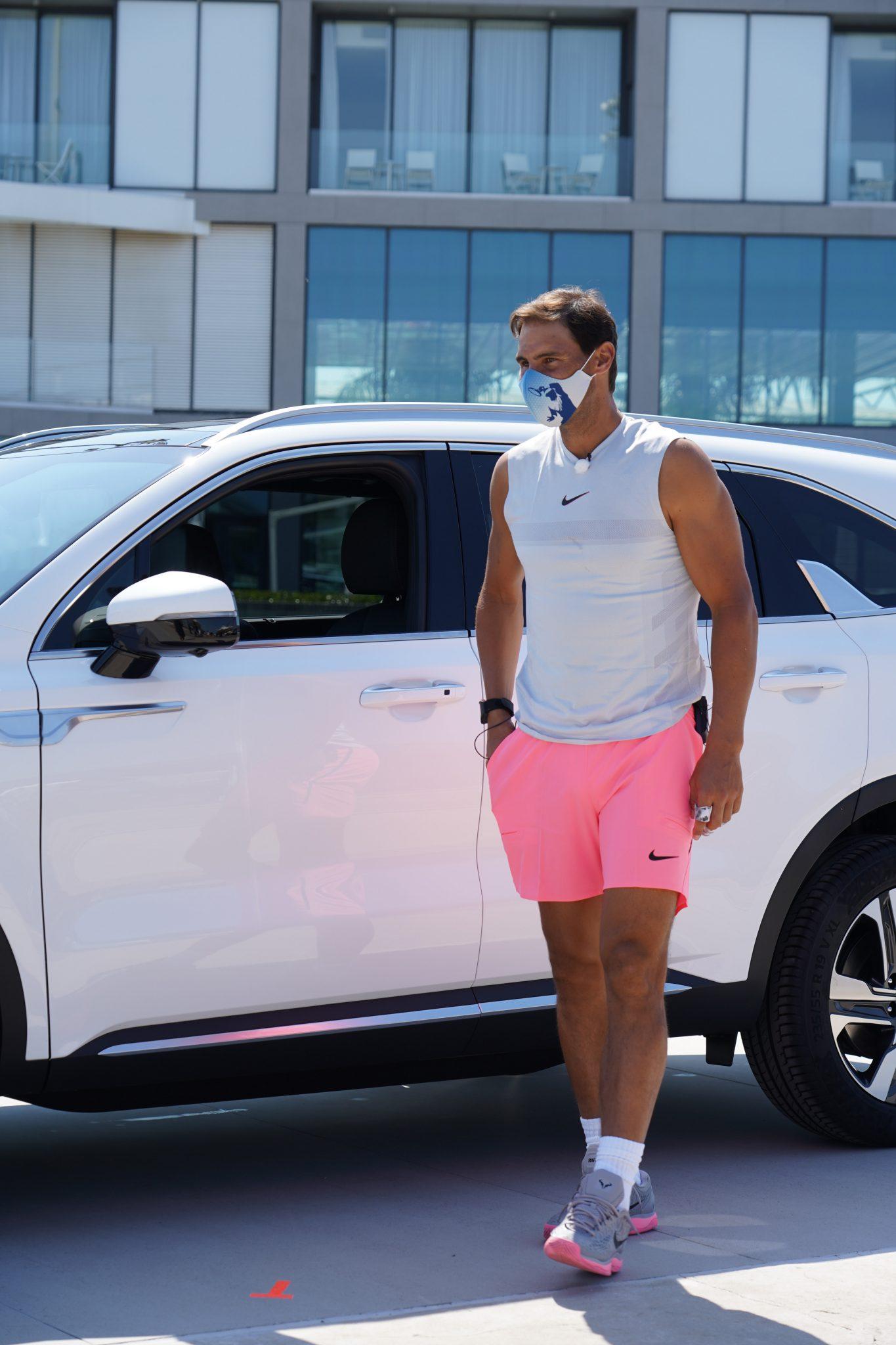 Rafa Nadal durante la sesión de entrenamiento en directo en la que firmó con Kia Motors la ampliación del acuerdo de patrocinio por cinco años