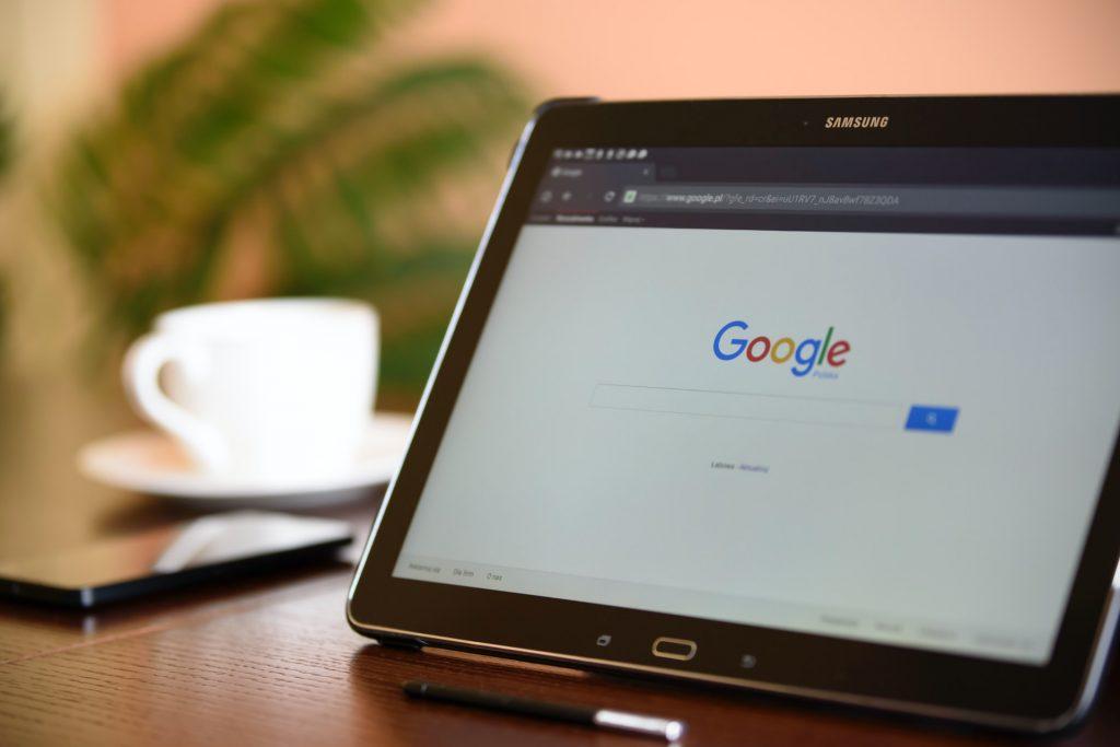 Tablet con google abierto