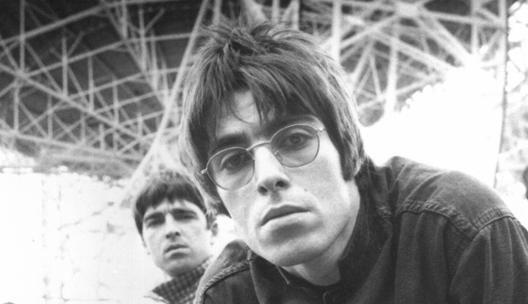 Noel y Liam Gallagher. Foto original: Steve Double