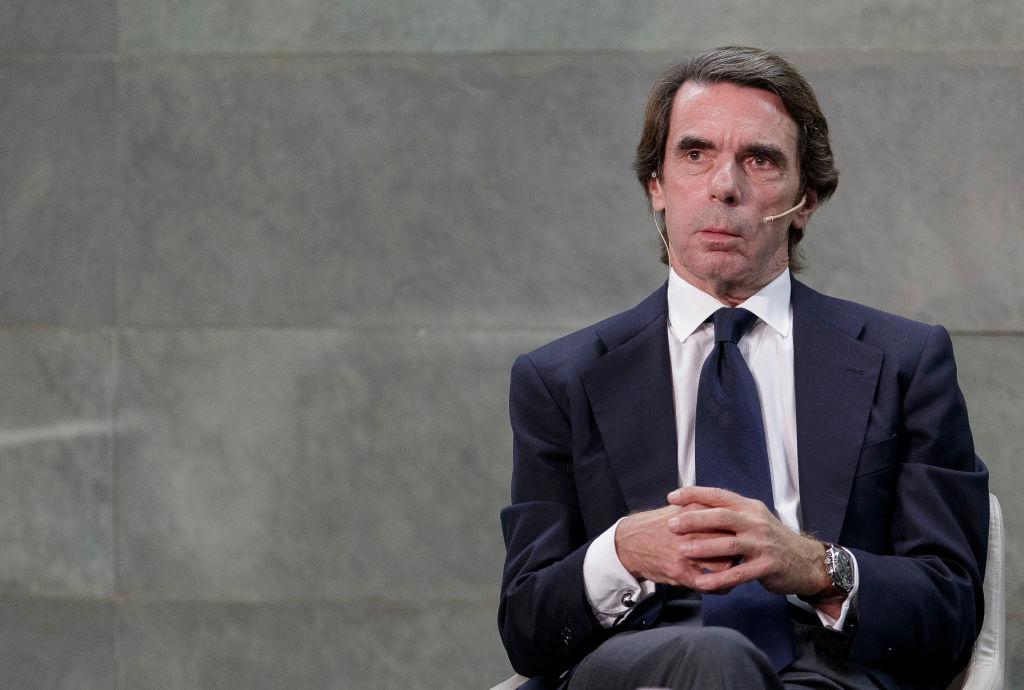 El 'status' del lunes: Aznar y un bigote para siempre