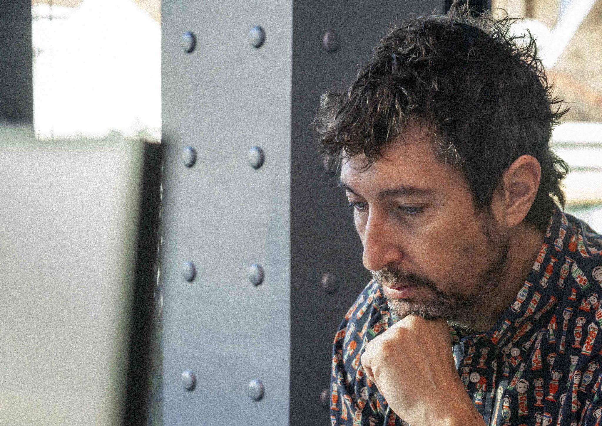 Toni Garrido, en su redacción, para la cámara de Forbes. Foto: Pablo G. Batista