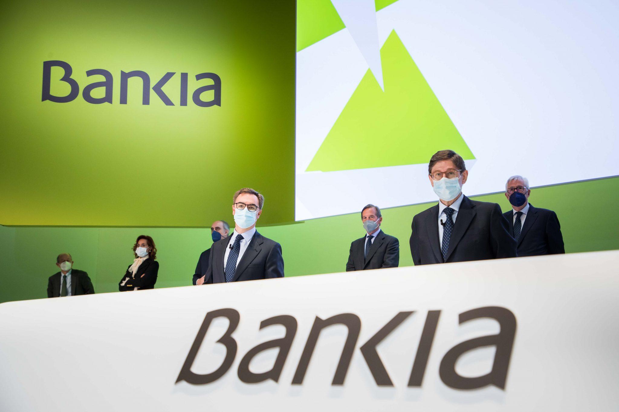 El presidente de Bankia, José Ignacio Goirigolzarri, junto a otros directivos de la entidad en la junta general de accionistas, la última en la historia de la entidad ante su próxima fusión con CaixaBank