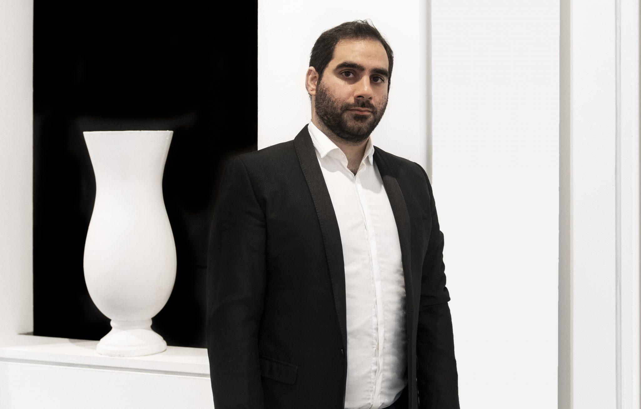 Badr El Jundi, coleccionista y galerista de la galería Badr El Jundi