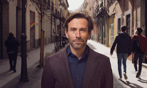 Manuel Terroba, CEO de BMW Ibérica, posa en exclusiva para Forbes en las calles de Madrid. Foto: Pablo Tribello