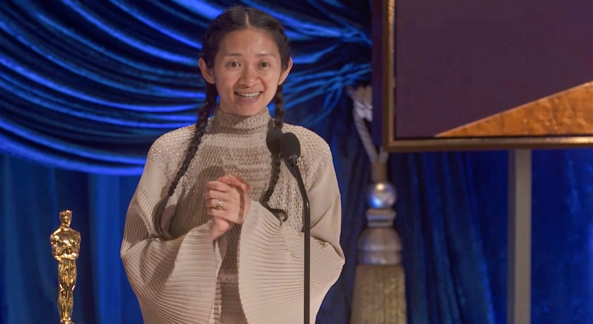 Chloé Zhao, directora de 'Nomadland', durante la ceremonia de la 93ª edición de los Premios Oscars. Foto: ABC/AMPAS (Oscars.org)