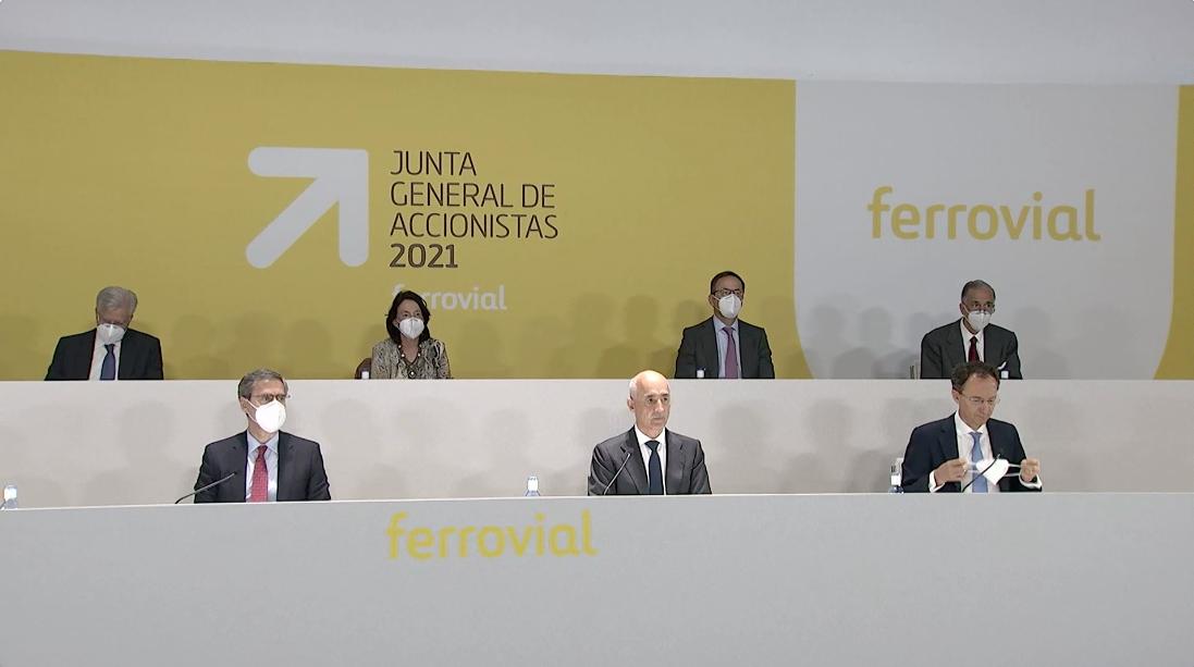 Rafael del Pino, presidente de Ferrovial, acompañado por otros directivos del grupo durante la celebrado de la Jutna General de Accionistas 2021