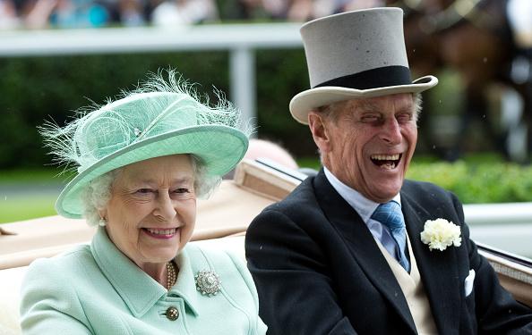 La reina Isabel II y el duque de Edimburgo en Ascot en una imagen de archivo de 2012. Getty Images.