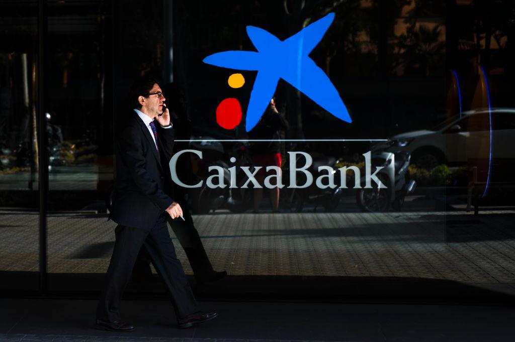 CaixaBank afronta la mayor reestructuración hasta ahora del sector bancario español