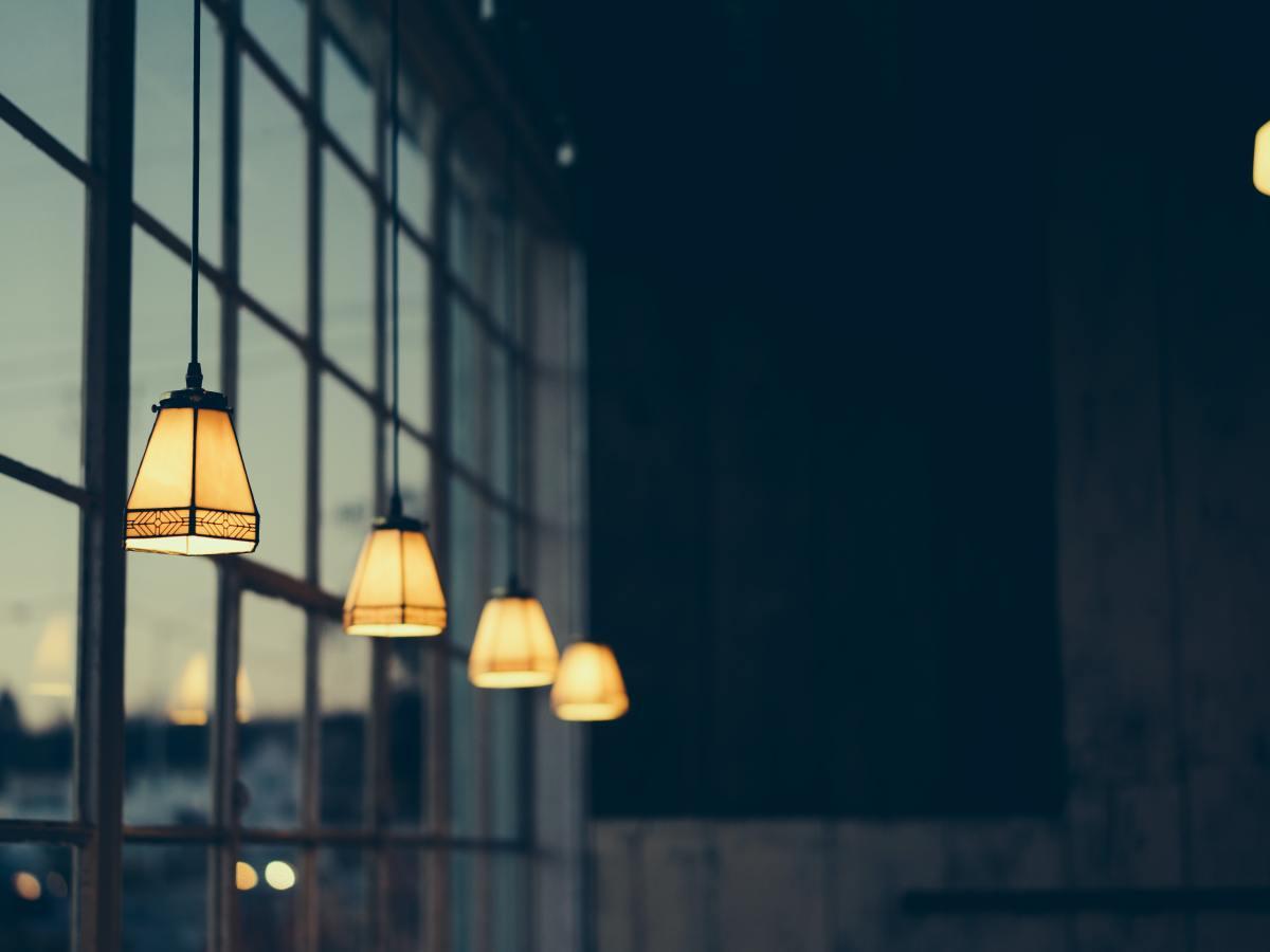 Luz. Bombilla. Electricidad. Foto: Robert Haverly (Unsplash)