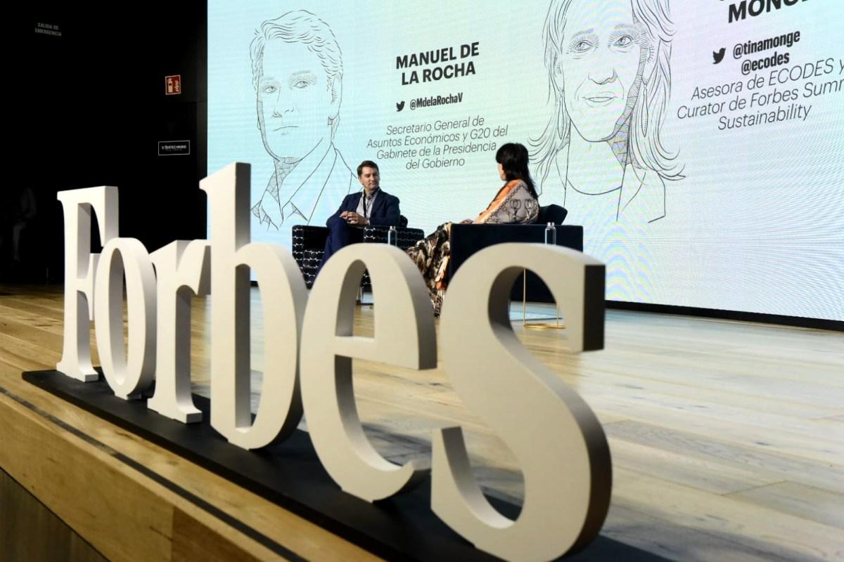 Manuel de la Rocha, secretario General de Asuntos Económicos y G20 del Gabinete de la Presidencia del Gobierno, conversa con Cristina Monge, asesora de ECODES y Curator de Forbes Summit Sustainability.