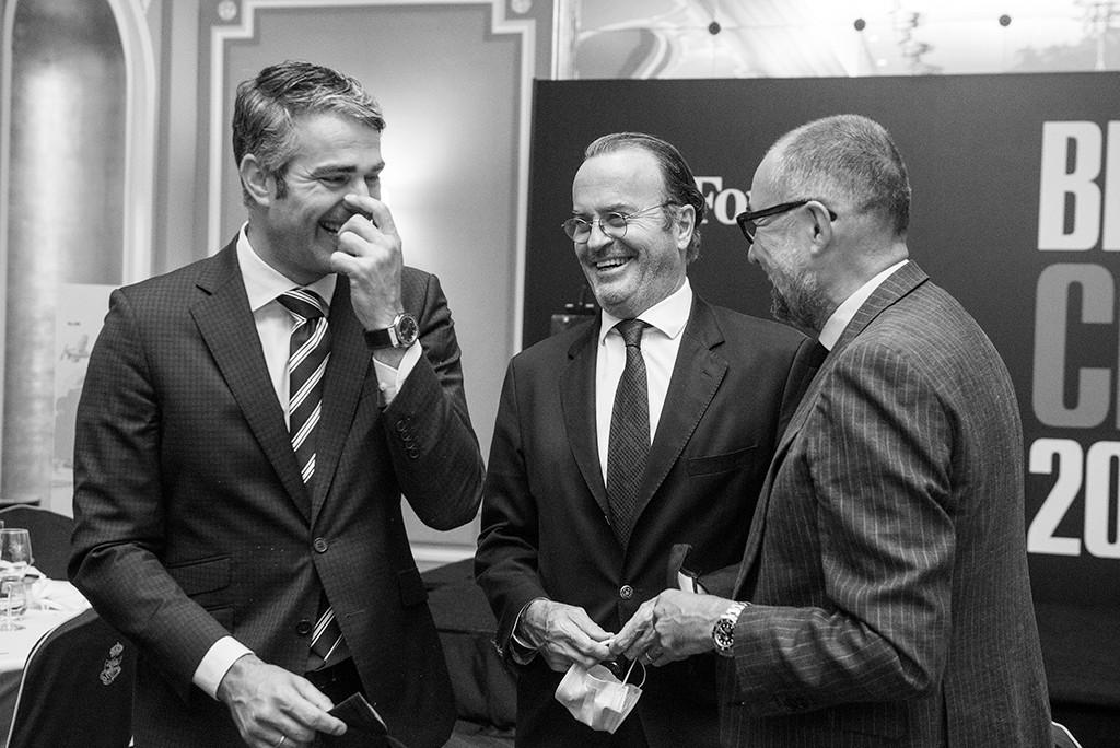 Cristiano Badoch, Brand Manager Forbes España; Olivier Lechere, Director General de Chanel en España y Portugal; y Andrés Rodríguez, Presidente y Editor de Forbes España. Foto: Luis Camacho
