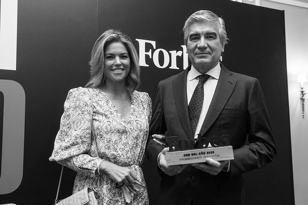 Francisco Reynés, Presidente de Naturgy, junto a su esposa, Cristina Valls-Taberner. Foto: Luis Camacho