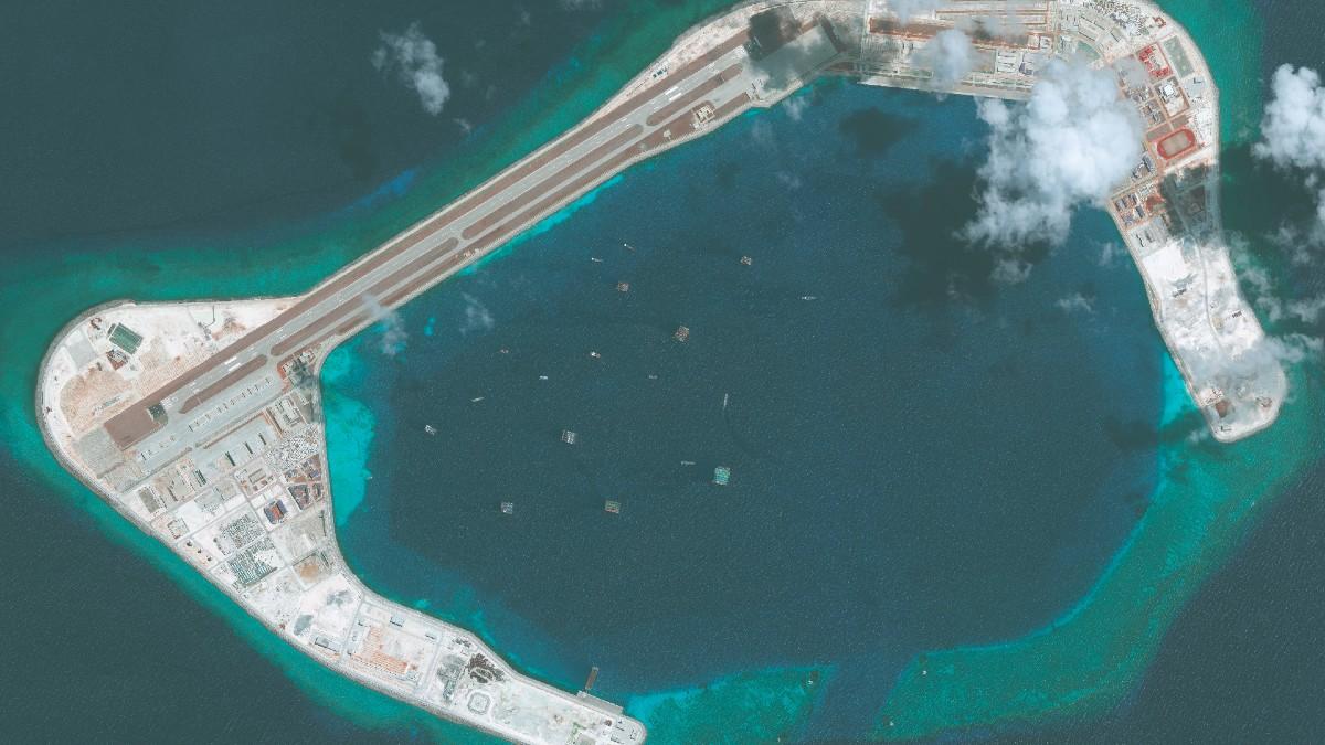 Uno de los muchos arrecifes donde China ha creado puestos avanzados militares para reclamar aguas internacionales como propias.
