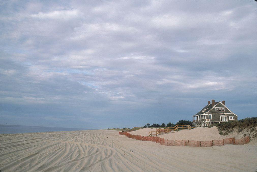 Una de las exclusivas mansiones de Los Hamptons con vistas a la playa. Foto: Susan Wood (Getty Images)