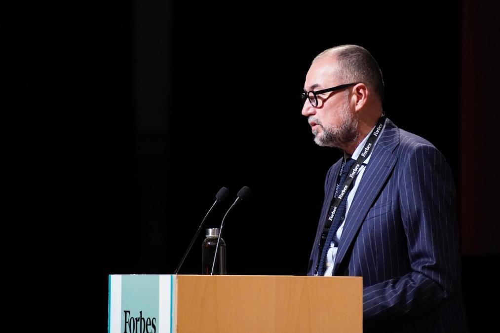 Andrés Rodríguez, presidente de SpainMedia y editor de Forbes España, da la bienvenida en el primer FORBES Summit Sustainability Barcelona 2021. (Foto: Joan Mateu Parra)