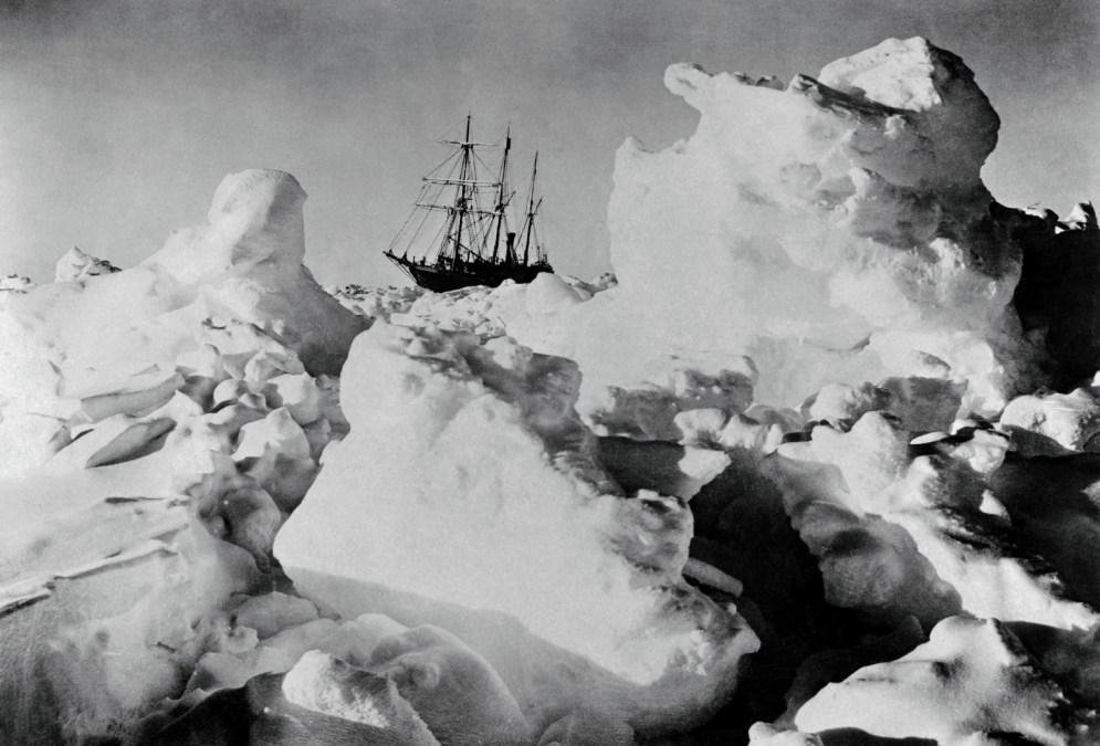 El Endurance, de la expedición de Ernest Shackleton, atrapado. © Frank Hurley (1915).